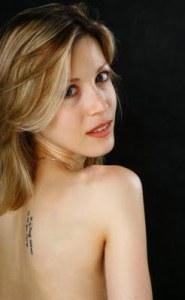 """Tristan Banon, hija de un asesor de Pompidou y Yasser Arafat. La hermosa jóven es ahijada de Dominik Strauss - Kahn. Nada raro, propalestina, antisionista y ... todo queda en familia ¿No? Pues no, sale a fuera, como el dorso desnudo de la Tristana, con expresión erótica o seductora, y mirada que invita a ...  ¿También a """"papi Dominik""""?"""