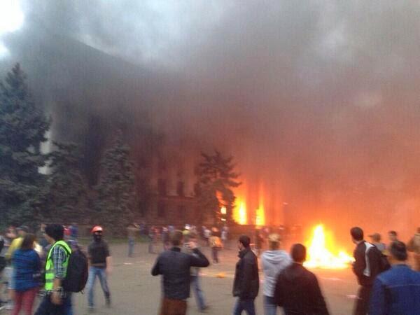 Incendio deliberado del edificio de los Sindicatos, en que, por asesinos organizados del bando pro sionjudeoyanki, fueron quemados vivos: ukranianos (no rusos)  inocentes, en Odessa.