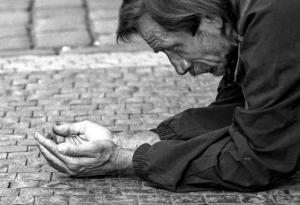 """""""Señor Obispo, compañeros Sacerdotes, laicos compasivos católicos, amantes de Cristo, por el Amor de Dios ¿Me dais una limosna para comer y pagarme un techo ? """".  ¿Es esta la """"iglesia"""" de la """"Nueva Evangelización""""? De la Evangelización no, ni de """"la nueva"""", ni de la """"vieja""""; aunque todo indica que la nueva no es la vieja, ni es la de siempre, predicada por nuestro Dios y Señor Jesucristo."""