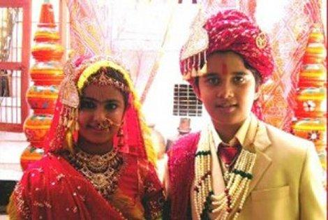 """Púberes adolescentes ( vulgarmente llamados """"niños"""") en su ceremonia de contraer ellos mísmos matrimonio natural, bendecido por su religión indoaria. ¡ACTUALMENTE!."""