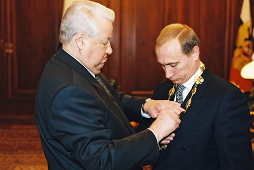 En julio de 1998 es designado Director del Servicio Federal de Seguridad (FSB), sucesor del KGB, puesto que a partir de marzo del año siguiente alterna con el de Secretario del Consejo de Seguridad Nacional.