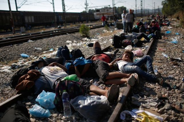 Afganos musulmanes, no sirios, no cristianos perseguidos y huidos de genocidio en plena marcha, ¡Sino afganos de la maldita secta, afganos que no estaban en Siria de vacaciones apacibles!. Helos aquí en pacífica extorsión.