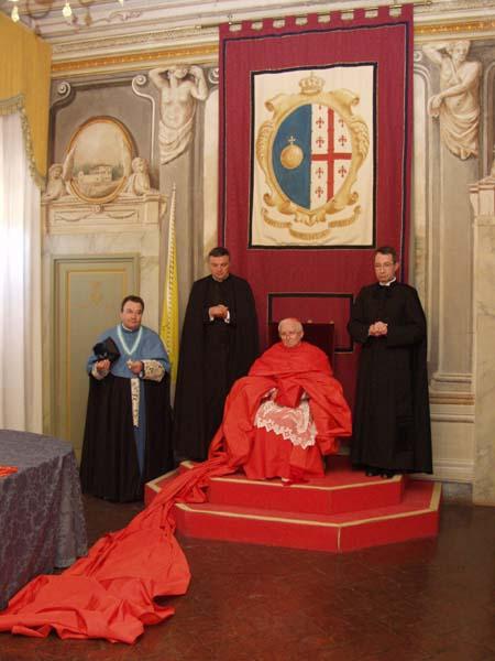 obispo-canizares-capa-magna-roja-zoomnews-20140906